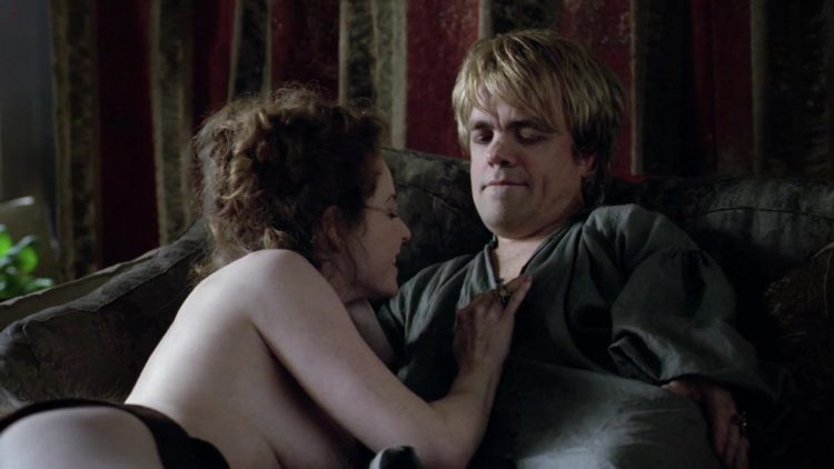 Topless – Game of Thrones s01e01 (2011)