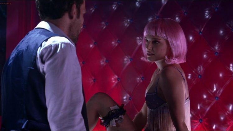 Closer (2004) – Striptease