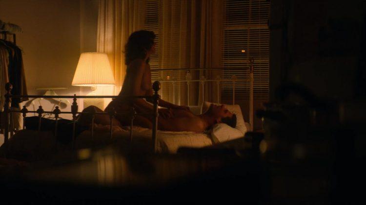 Nude scene – GLOW s01e01 (2017)