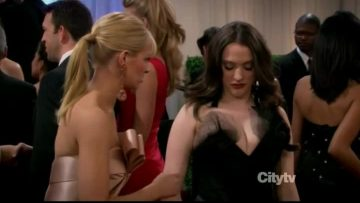 2 Broke Girls - hot scenes