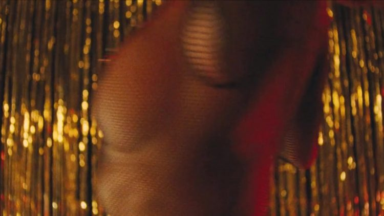 Americano (2011) - Striptease