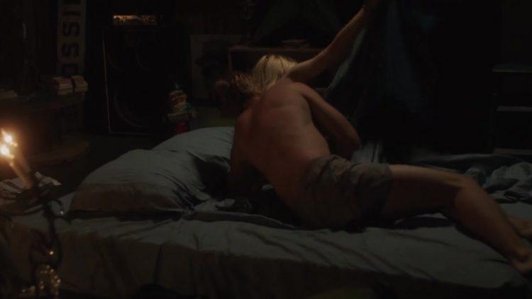 Nude scene – Very Good Girls (2013)