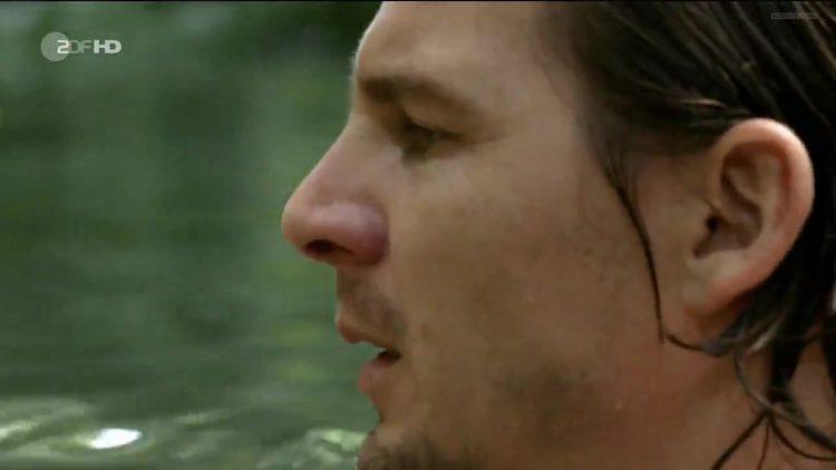 Nude scene – Fluss des Lebens Verloren am Amazonas (2013)