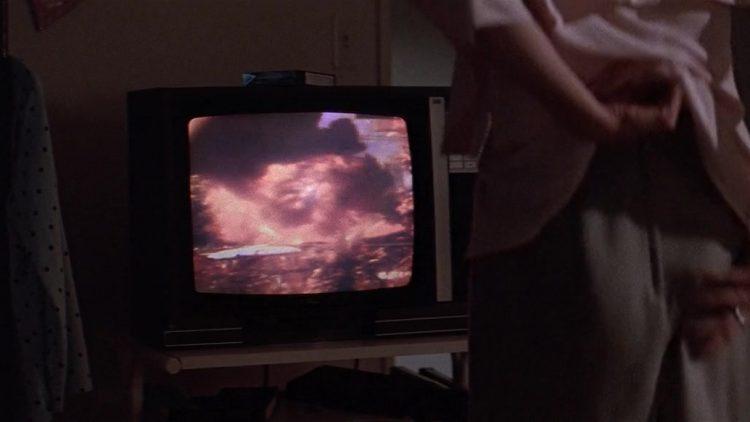 Nude scene - Grand Canyon (1991)