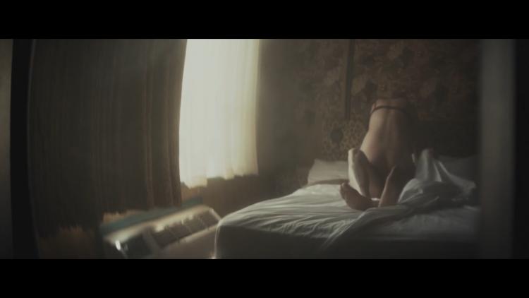 Sex scene - Meadowland (2015)
