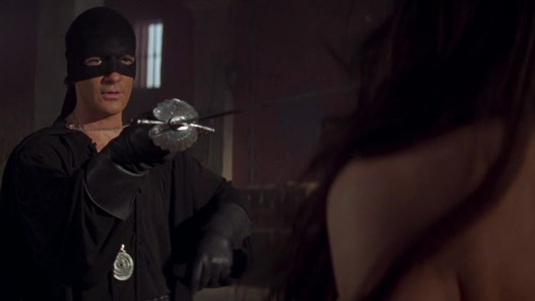 Topless - The mask of Zorro (1998)